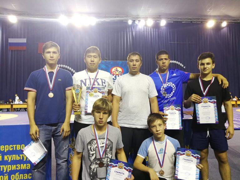 Шесть медалей у борцов вольным стилем